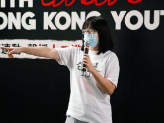 La giovane attivista Chow Hang-tung a Hong Kong