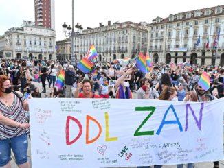 Un momento della manifestazione Pride 'Per la legge Zan e molto di più: non un passo indietro', a Torino, 5 giugno 2021.