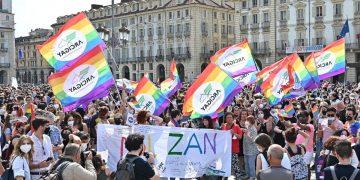 manifestazione Pride 'Per la legge Zan e molto di più: non un passo indietro', a Torino, 5 giugno 2021