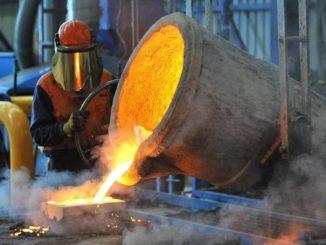 Produzione del ferro in una fabbrica: il settore sarà danneggiato dal Green Deal