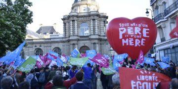 La protesta della Manif Pour Tous in Francia contro la legge di bioetica