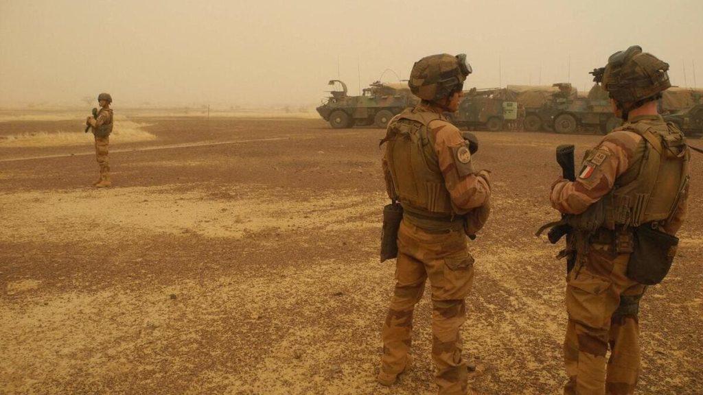 Soldati francesi controllano una regione del Mali, nel Sahel, nell'ambito dell'Operazione Barkhane