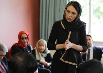 La premier della Nuova Zelanda, Jacinda Ardern, visita la comunità islamica di Christchurch dopo la strage