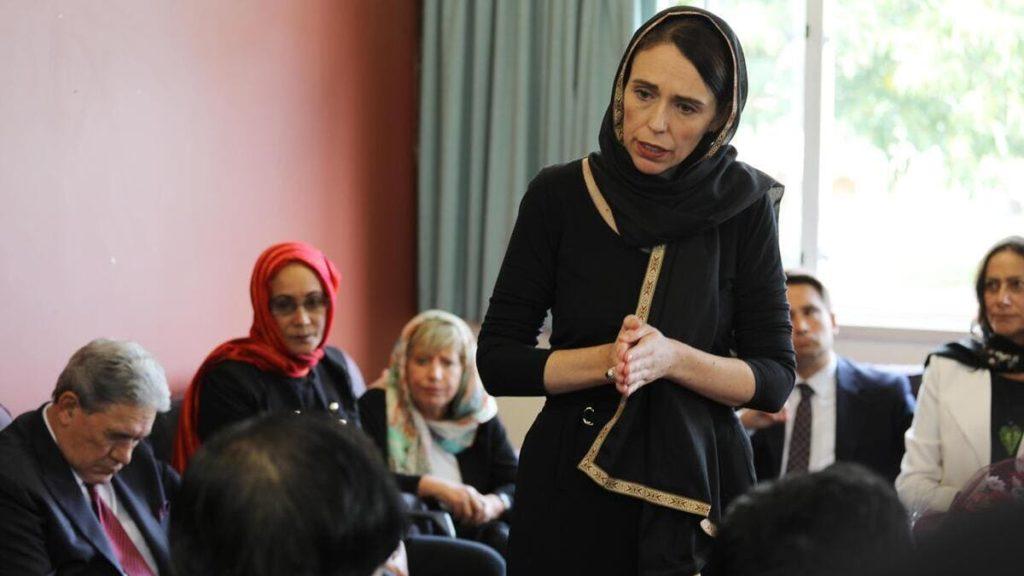 Jacinda Ardern visita la comunità islamica di Christchurch dopo la strage