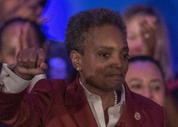 Il sindaco nero di Chicago, Lori Lightfoot, è stata accusata di razzismo