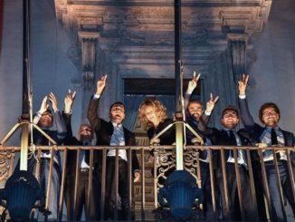 M5s, festeggiamenti al balcone