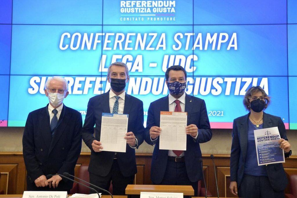 Matteo Salvini presenta i quesiti del referendum per una giustizia giusta