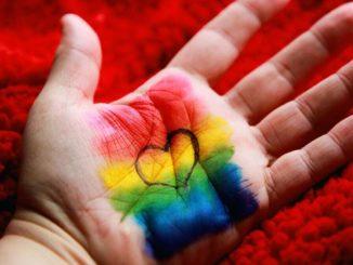 In Virginia un giudice ordina alla scuola di reintegrare il prof che non usa i pronomi transgender