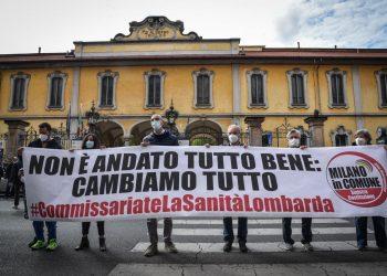 Manifestazione davanti al Pio Albergo Trivulzio, Milano, 10 aprile 2021.
