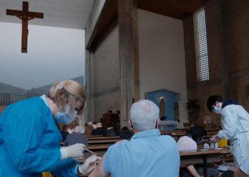 La somministrazione del vaccino anti Covid nella chiesa di San Paolo a Padova