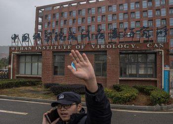 Da fake news a dubbi legittimi: Joe Biden riapre la pista del laboratorio di Wuhan sulle origini del Covid
