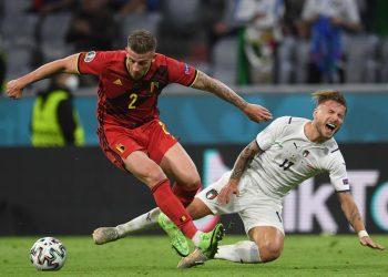 Toby Alderweireld e Ciro Immbole durante il quarto di finale Belgio Italia agli Europei 2020