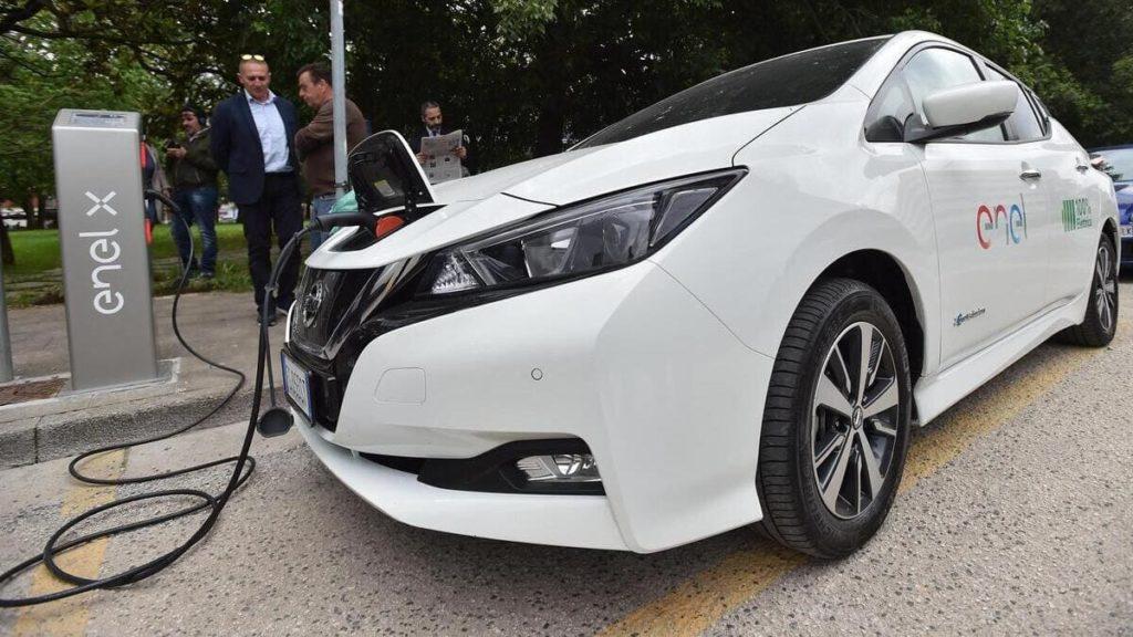 Colonnina di ricarica dell'Enel per auto elettriche
