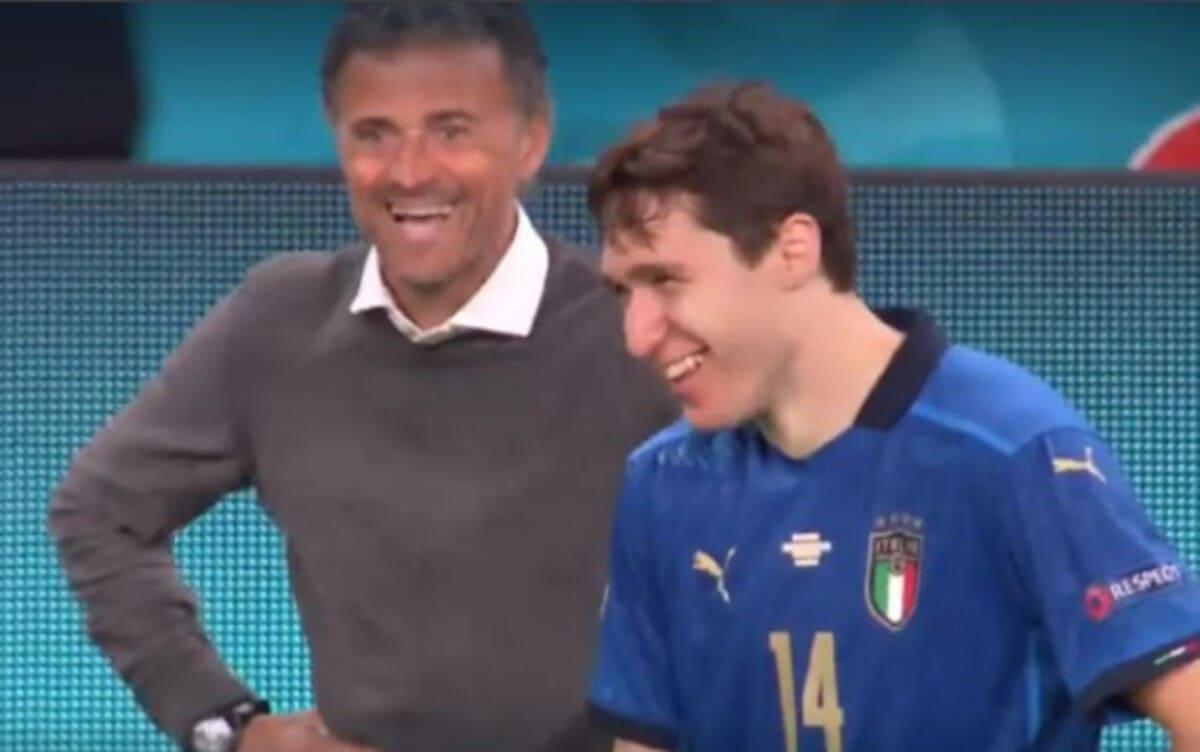 L'allenatore della Spagna Luis Enrique e il giocatore italiano Federico Chiesa durante la semifinale dell'Europeo Italia-Spagna