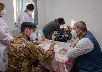 La task force dell'Esercito inviata in Basilicata per vaccinare a domicilio contro il Covid gli over 80