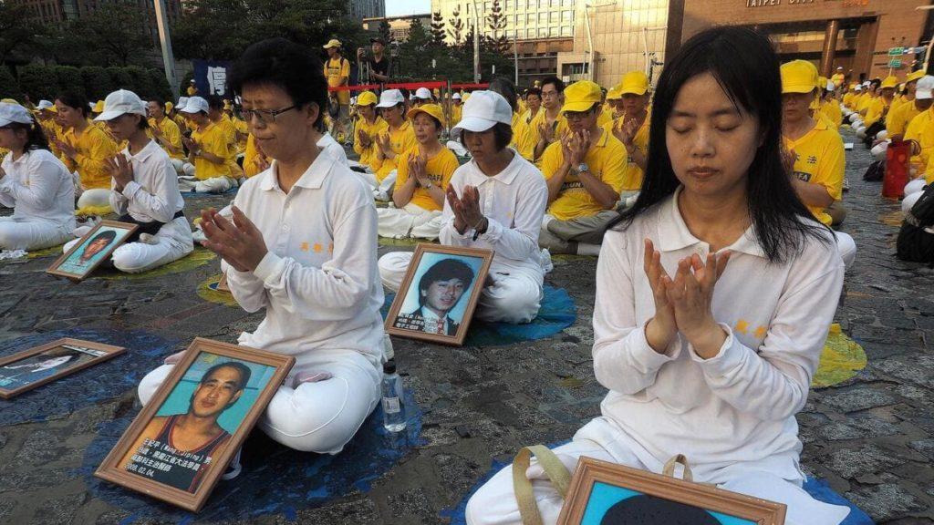 Membri del Falun Gong protestano a Taiwan contro la persecuzione del regime in Cina e a Hong Kong