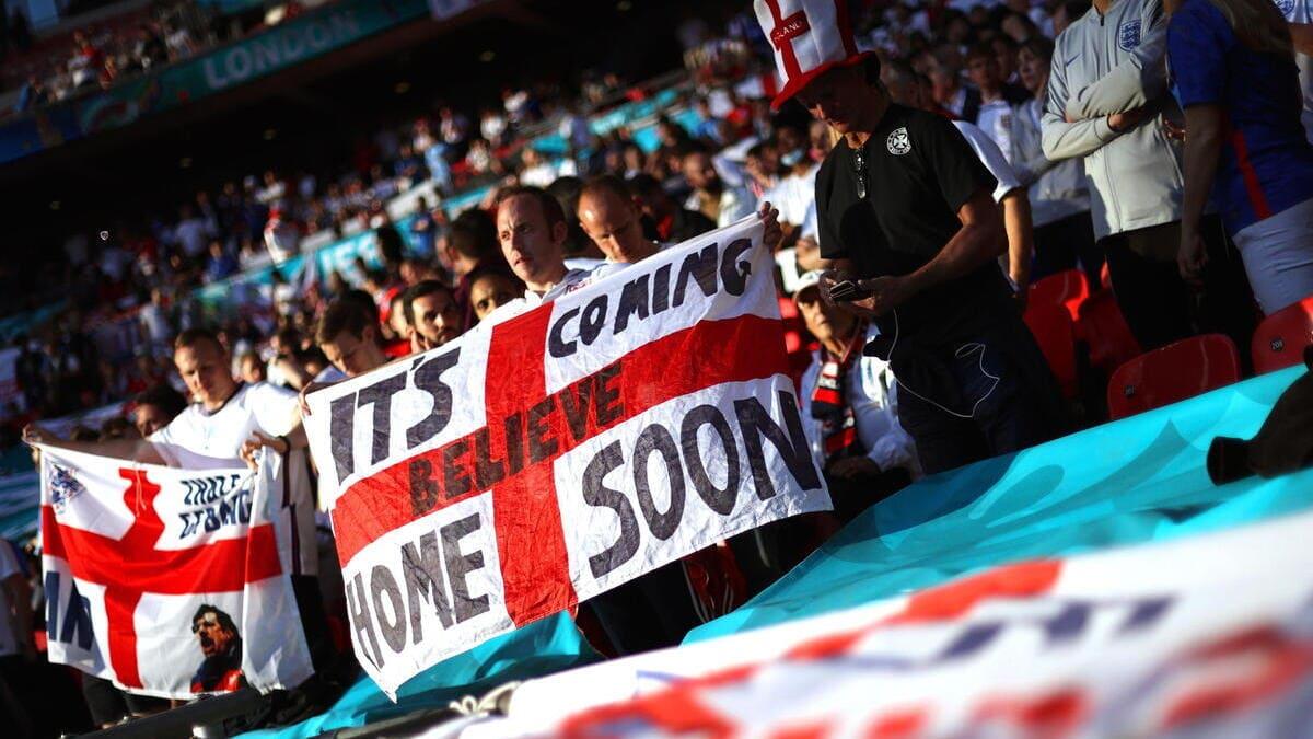 Tifosi inglesi a Wembley per la finale degli Europei
