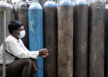Myanmar, manca l'ossigeno, a Yangon oltre mille morti al giorno di Covid