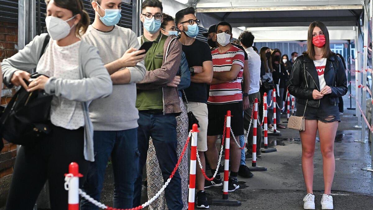 L'Open Night per le vaccinazioni anti covid dei ragazzi dai 18 ai 28 anni a Torino