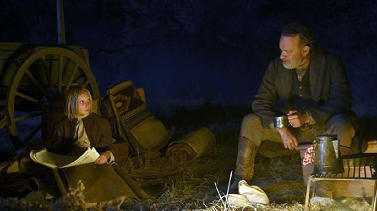 Una foto di scena del film Notizie dal mondo con Tom Hanks