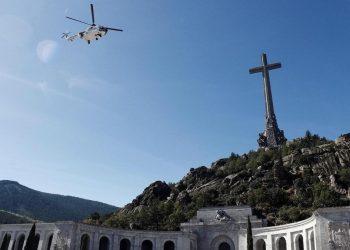 L'esumazione di Franco dalla Valle dei caduti nell'ottobre 2019