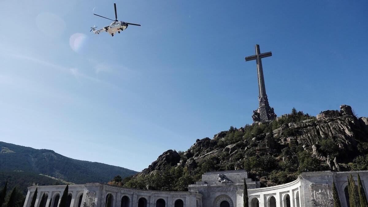 L'esumazione di Franco dalla Valle dei caduti