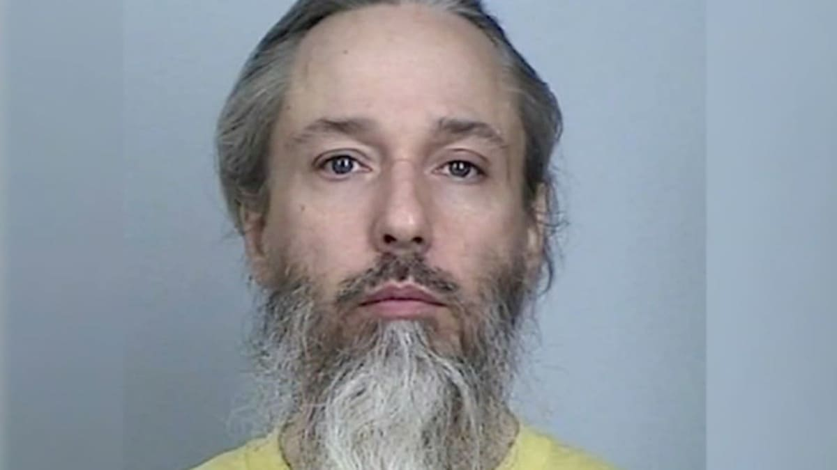 Condannato per l'attentato a una moschea nel Minnesota nel 2017, Michael Hari oggi si dichiara trans e vuole essere chiamato Emily Claire