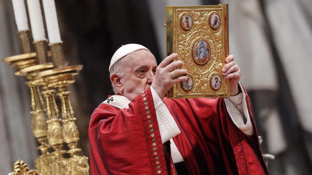 Papa Francesco recita la Messa in San Pietro