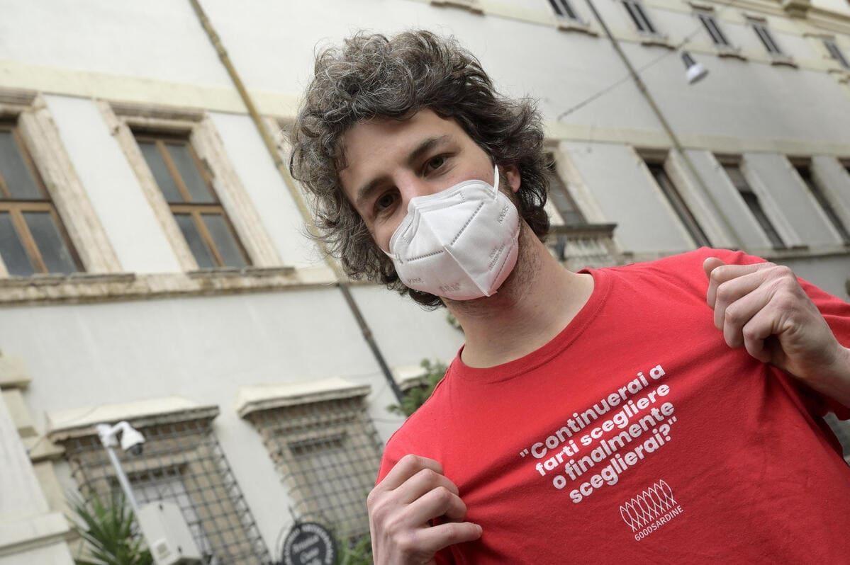 Mattia Santori, portavoce delle sardine si candida nel Pd