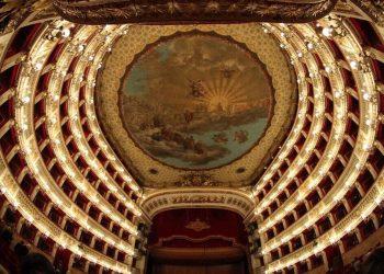 Una veduta del teatro San Carlo di Napoli