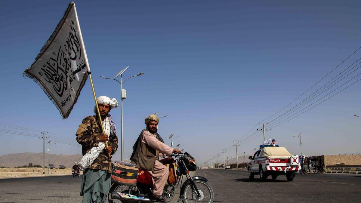 Talebani festeggiano per la vittoria in Afghanistan