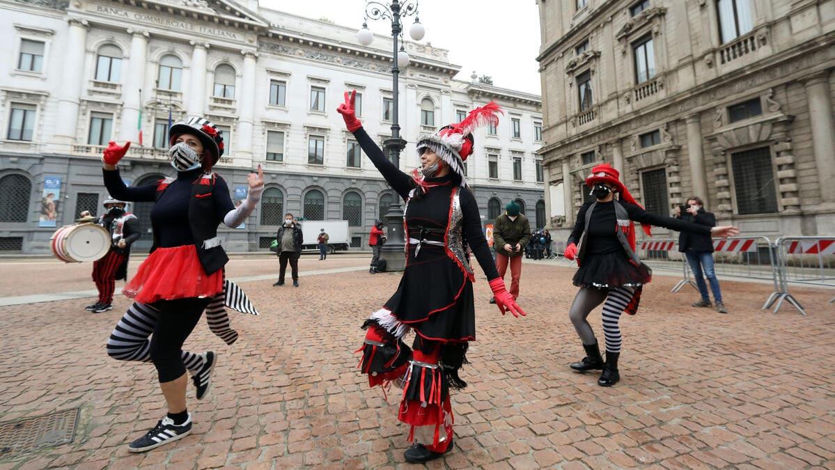 6 febbraio 2021, la protesta di Macao e dei centri sociali davanti a Palazzo Marino per chiedere più spazi e stop agli sgomberi