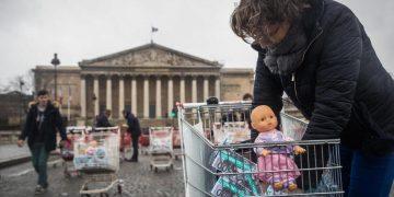Protesta contro l'utero in affitto in Francia