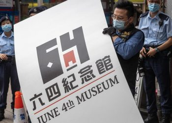 La polizia smantella il museo di Piazza Tienanmen a Hong Kong