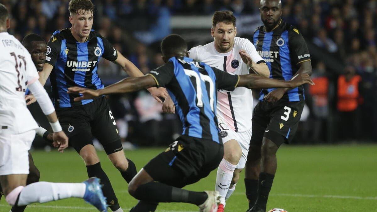Jack Hendry e Lionel Messi