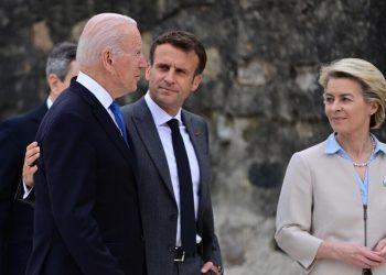 Biden, Macron, von der Leyen e Draghi insieme al G7