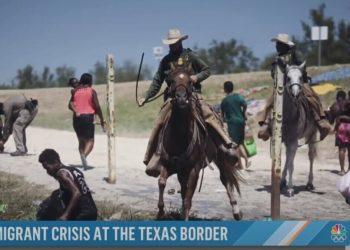 Migranti braccati dagli agenti Usa in Texas