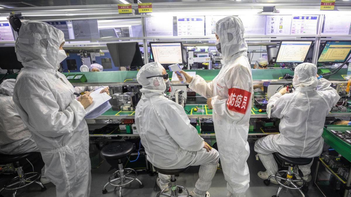 Misure di sorveglianza anti Covid in una fabbrica cinese
