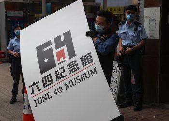 La polizia di Hong Kong irrompe nel Museo del 4 giugno su Tienanmen e lo smantella