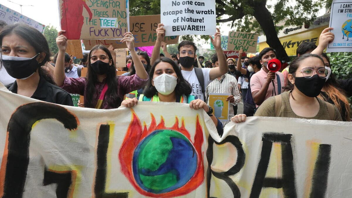 Manifestanti in piazza a New Delhi per il Friday for future