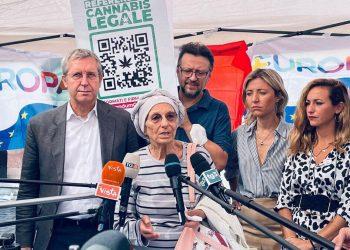 Banchetto di +Europa per il referendum sulla cannabis legale