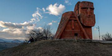 Siamo le nostre montagne, monumento simbolo del Nagorno-Karabakh a Stepanakert