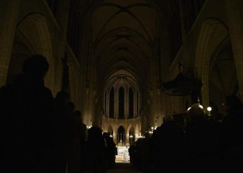Messa di Natale in una chiesa di Parigi in Francia