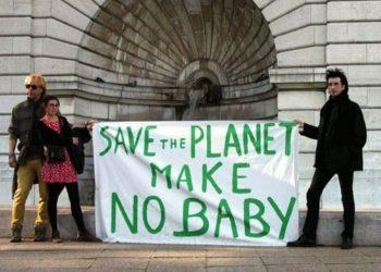 Secondo l'ultimo sondaggio pubblicato da Lancet 4 giovani su 10 temono di avere figli a causa della crisi climatica
