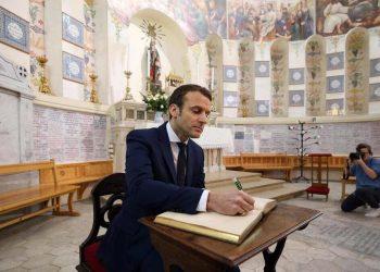 Il presidente francese Emmanuel Macron durante una visita ad Algeri del 2017