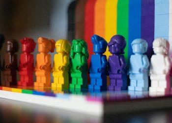 Il set Lego Lgbtqia distribuito a giugno in occasione del Pride