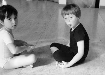 """Una delle foto esposte nell'esposizione """"Il talento non fa differenze. Mostra fotografica su bambini di talento ed ex bambini divenuti artisti"""", nel 2011 a Siena"""