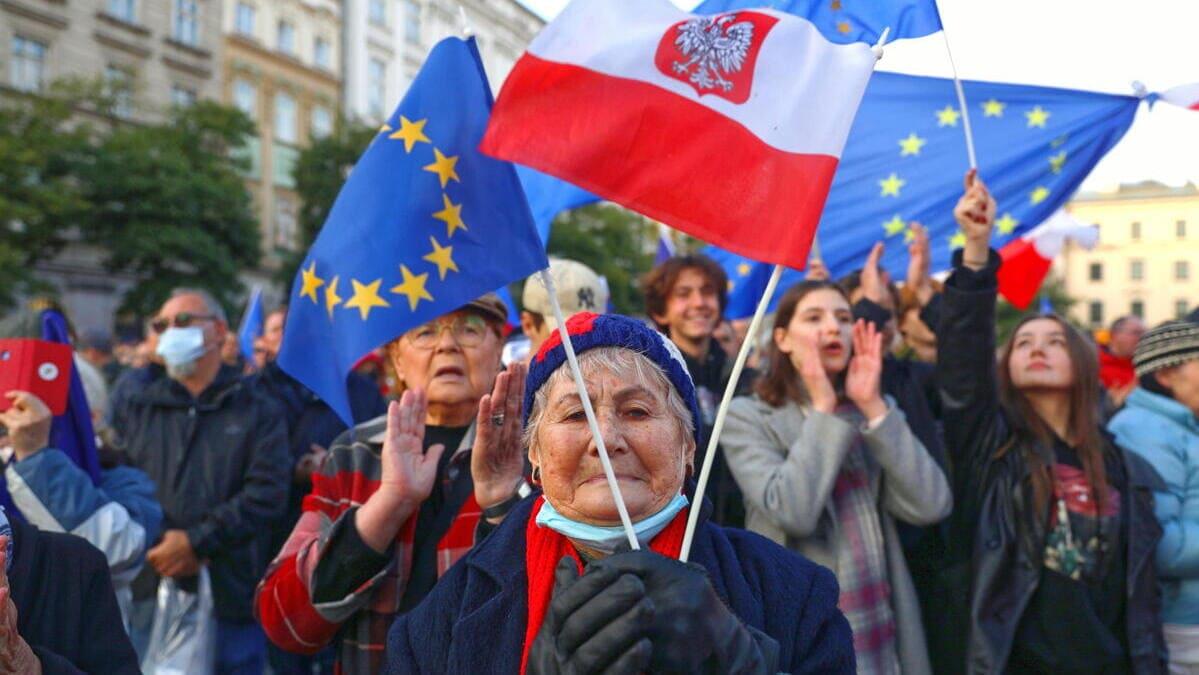 Manifestanti pro Ue a Varsavia domenica 10 ottobre
