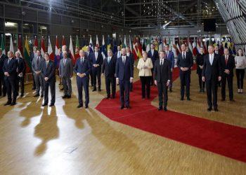Foto di rito dei leader Ue prima del Consiglio europeo